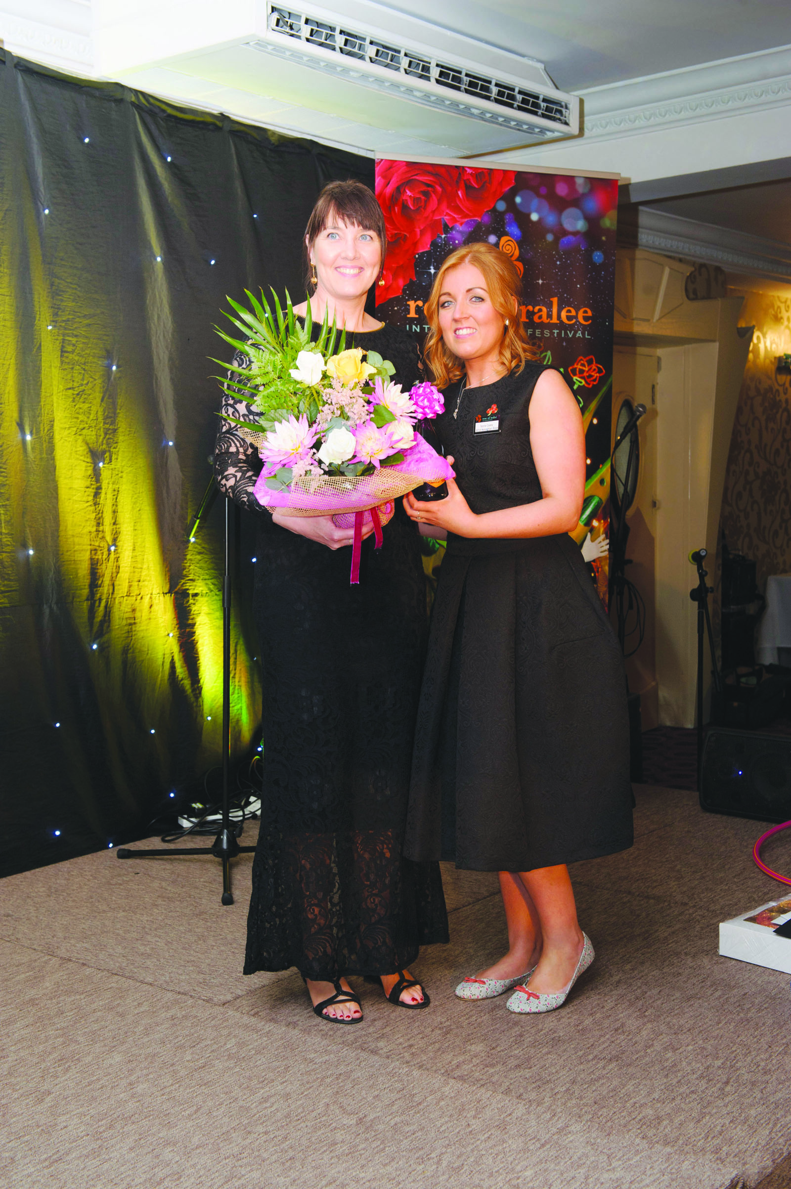 Best Dressed Lady Award winner, Darina Maloney-Moffett, left, being presented with her award by Sonia Casey. ©Rory Geary/The Northern Standard