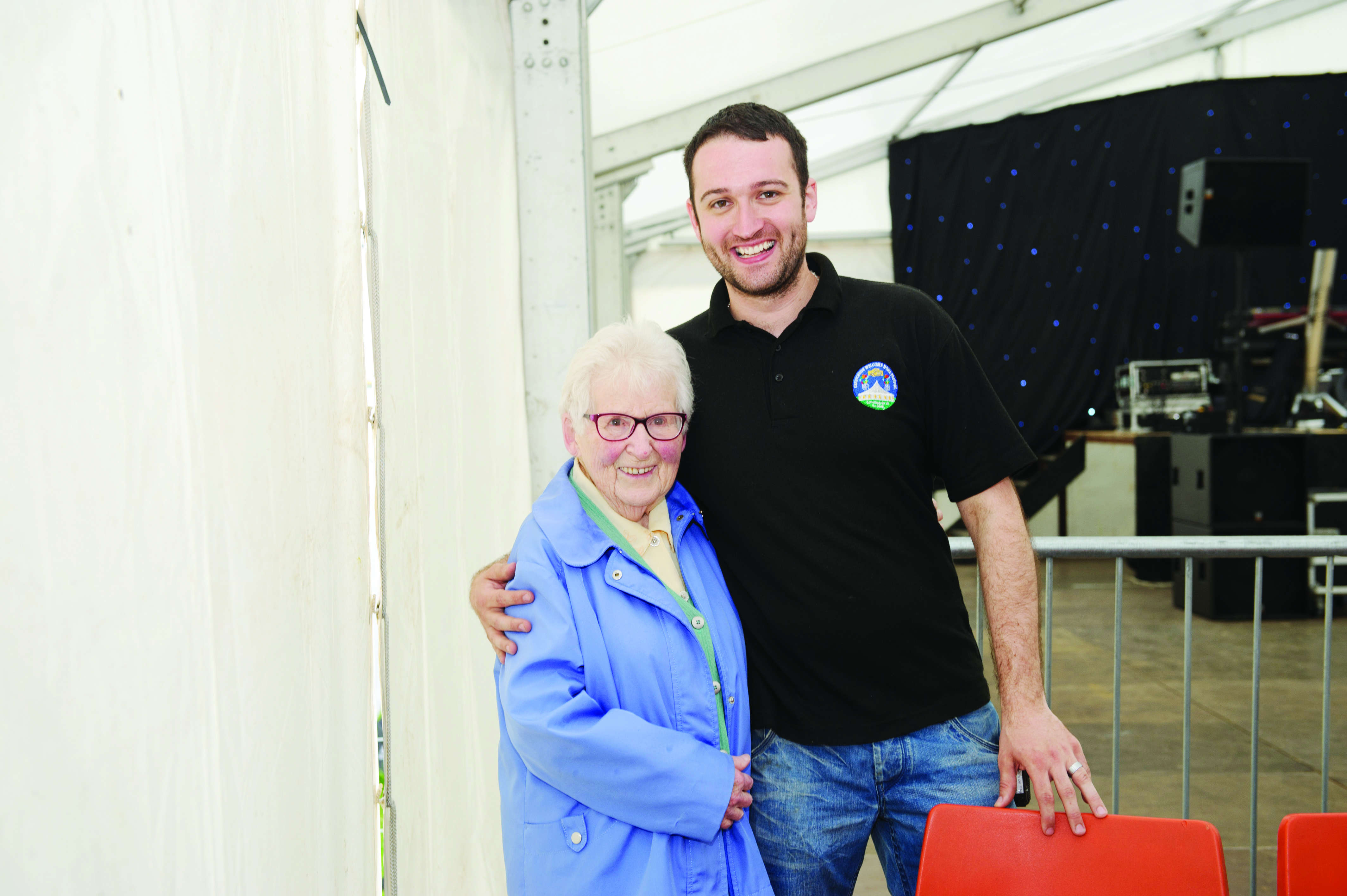 Mae McKenna with Darren Feeley at the Carrickroe Welcome Home Festival last weekend. ©Rory Geary/The Northern Standard