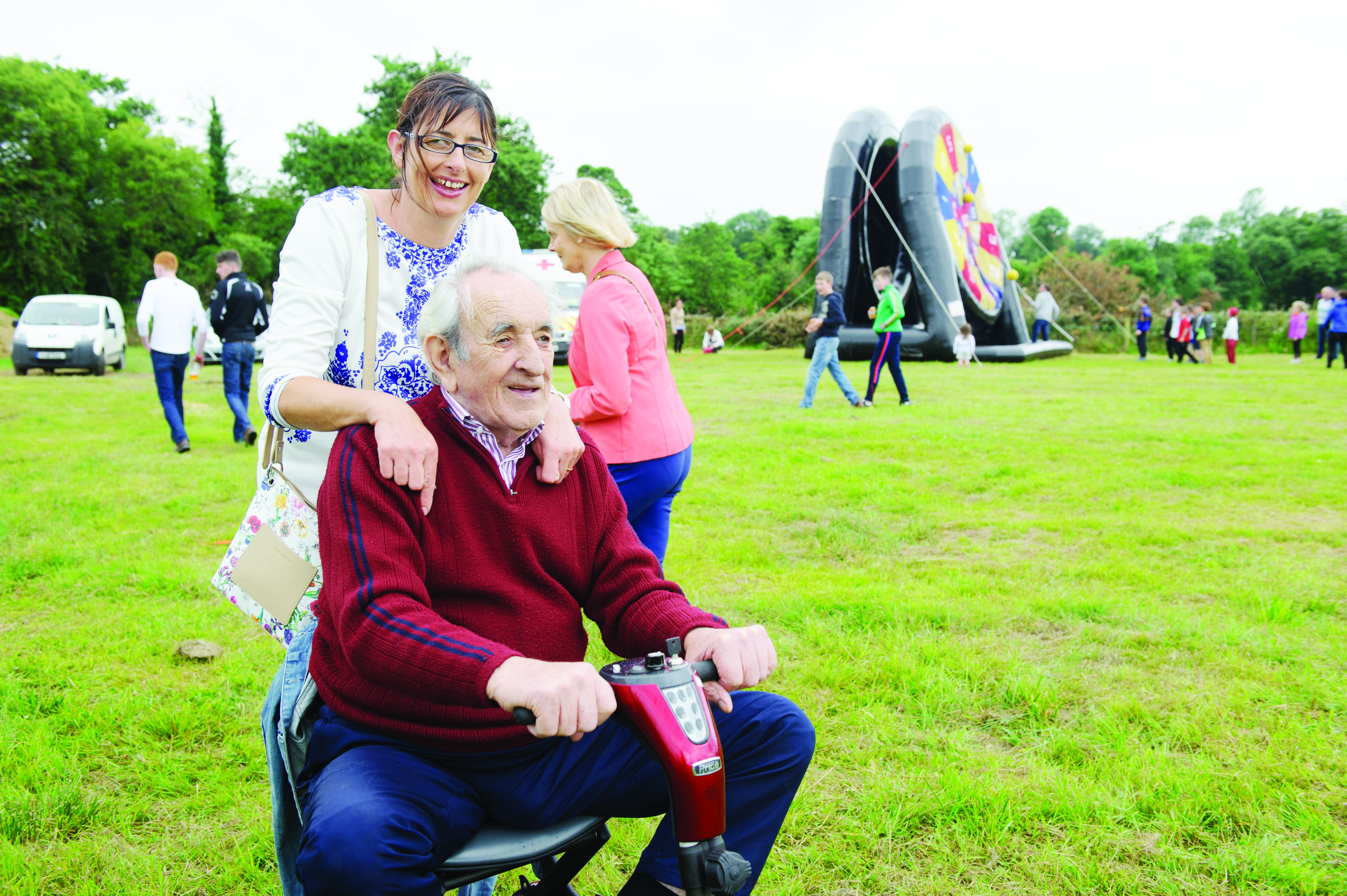 George McMeel and Roisin Carragher at the sports day during the Carrickroe Welcome Home Festival. ©Rory Geary/The Northern Standard