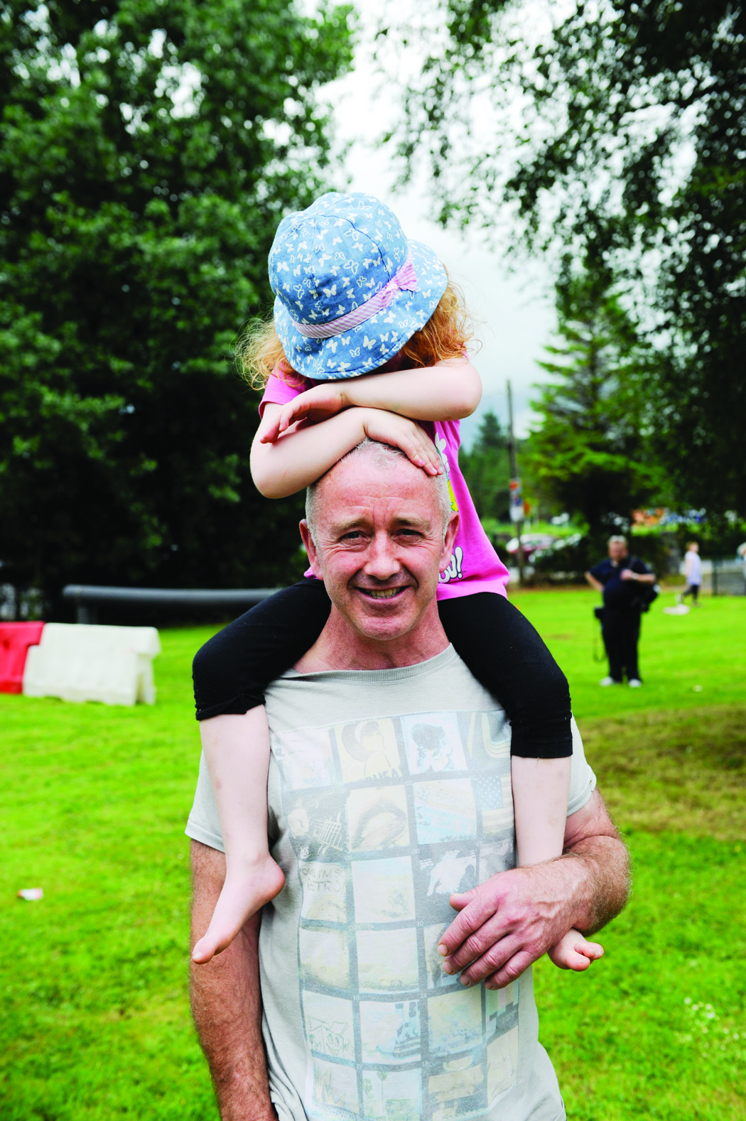 Frankie Reavey and daughter, at the Clones Canal Festival. ©Rory Geary/The Northern Standard