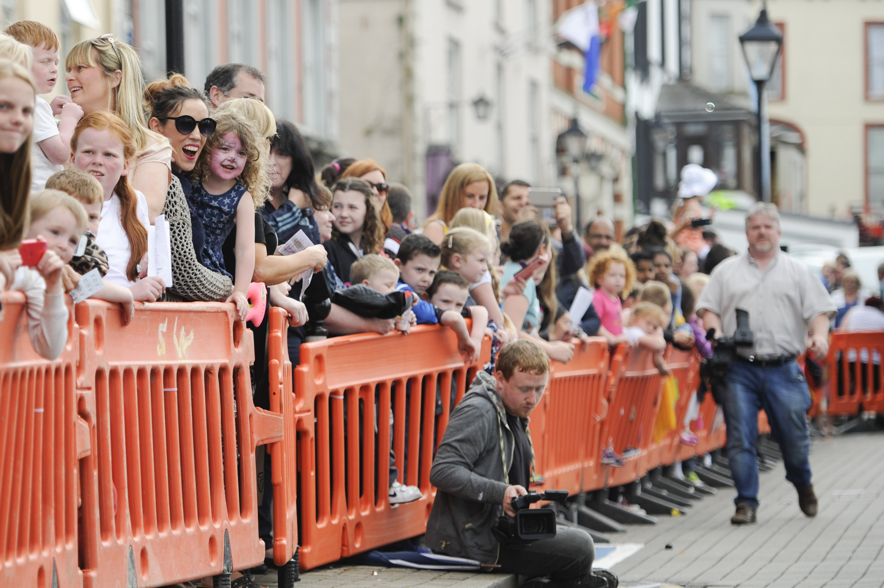 Some of the crowd cheering on their pigs at the pig racing. ©Rory Geary/The Northern Standard