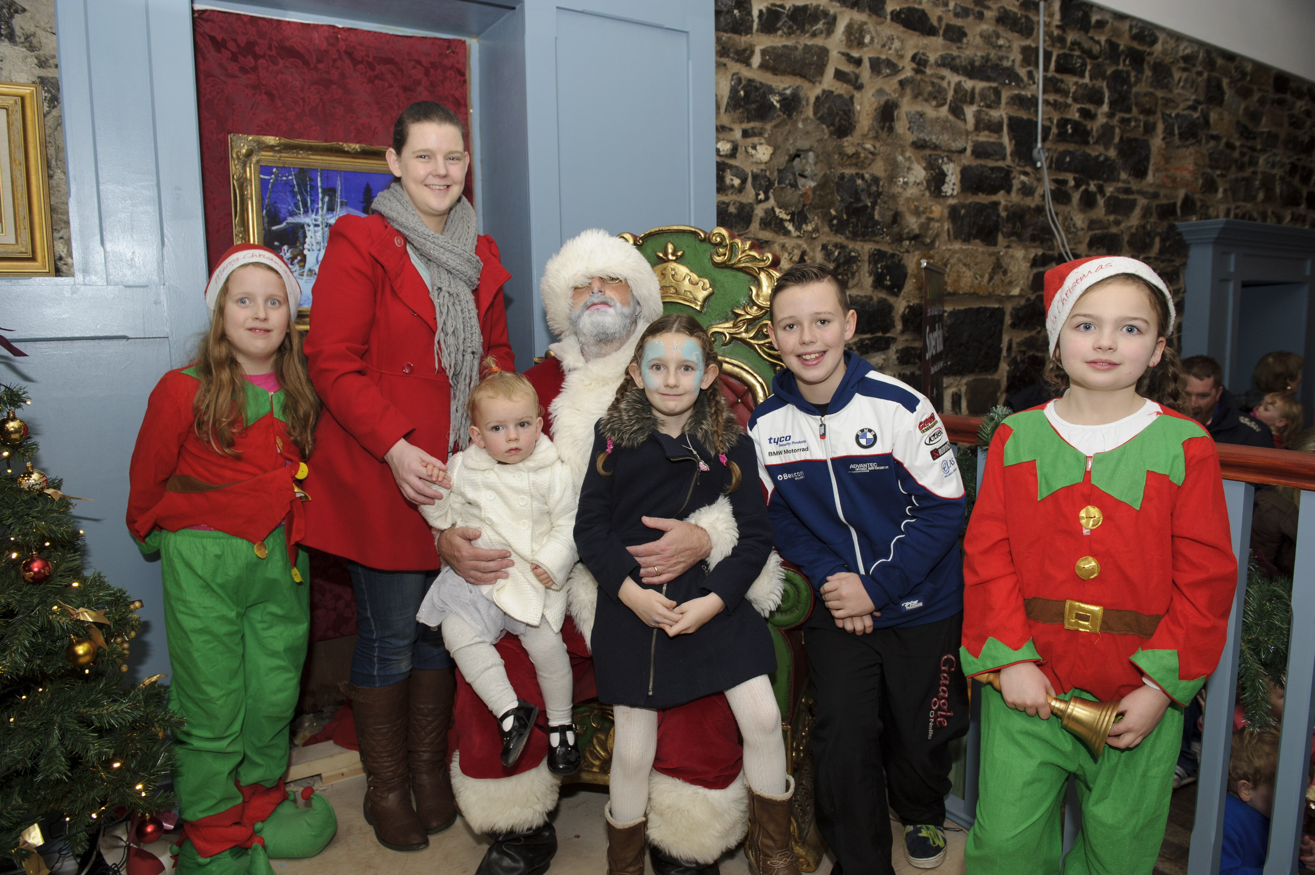Fiona, Ryan, Hannah and Amelia Colgan with Santa, when Supervalu Clones, brought him to The Creighton Hotel. ©Rory Geary/The Northern Standard