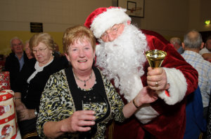Philomena Gormley with Santa at the Clontibret Social Club Christmas Party in the Clontibret Community Centre. ©Rory Geary/The Northern Standard