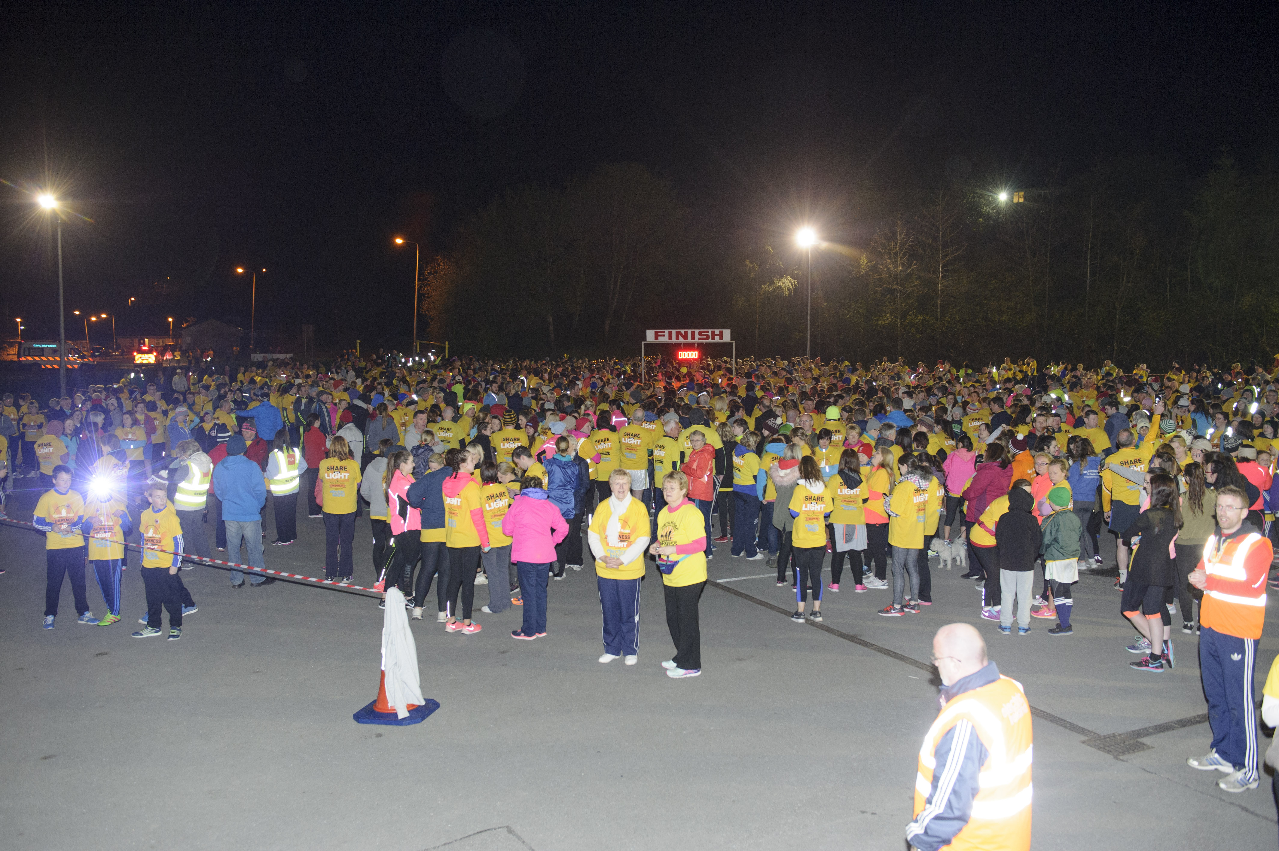 Some of the huge numbers that took part in the Monaghan Darkness Into Light 5k for Pieta House at the Monaghan Harps GFC. ©Rory Geary/The Northern Standard