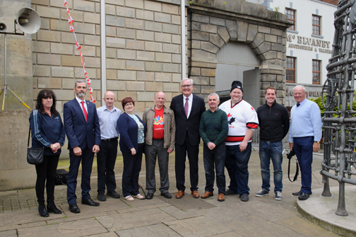 Members of the Monaghan Canada Day committee at the day with Ambassador Kevin Vickers. In photo are (L-R) Carmel Murphy, Cllr Sean Conlon, Donal McElwaine, Mary Mullen, Brian Rice, Ambassador Kevin Vickers, Enda Galligan, Brian Clerkin, Trevor Connolly and Peadar McMahon. ©Rory Geary/The Northern Standard