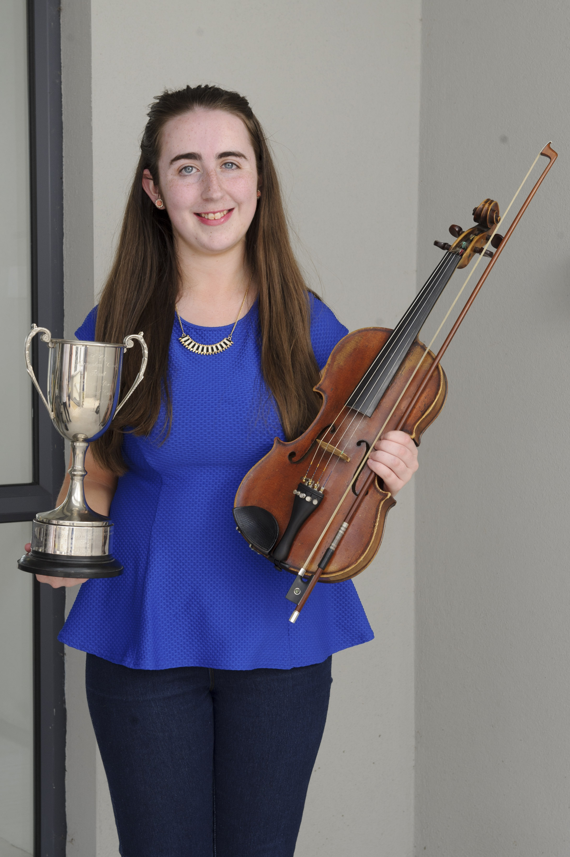 Shauna Lappin, Éamonn Ó Muiri CCE, who was the winner of the U-18 Fiddle Competition with her cup. Shauna was also 2nd in the Newly Composed Music competition. ©Rory Geary/The Northern Standard