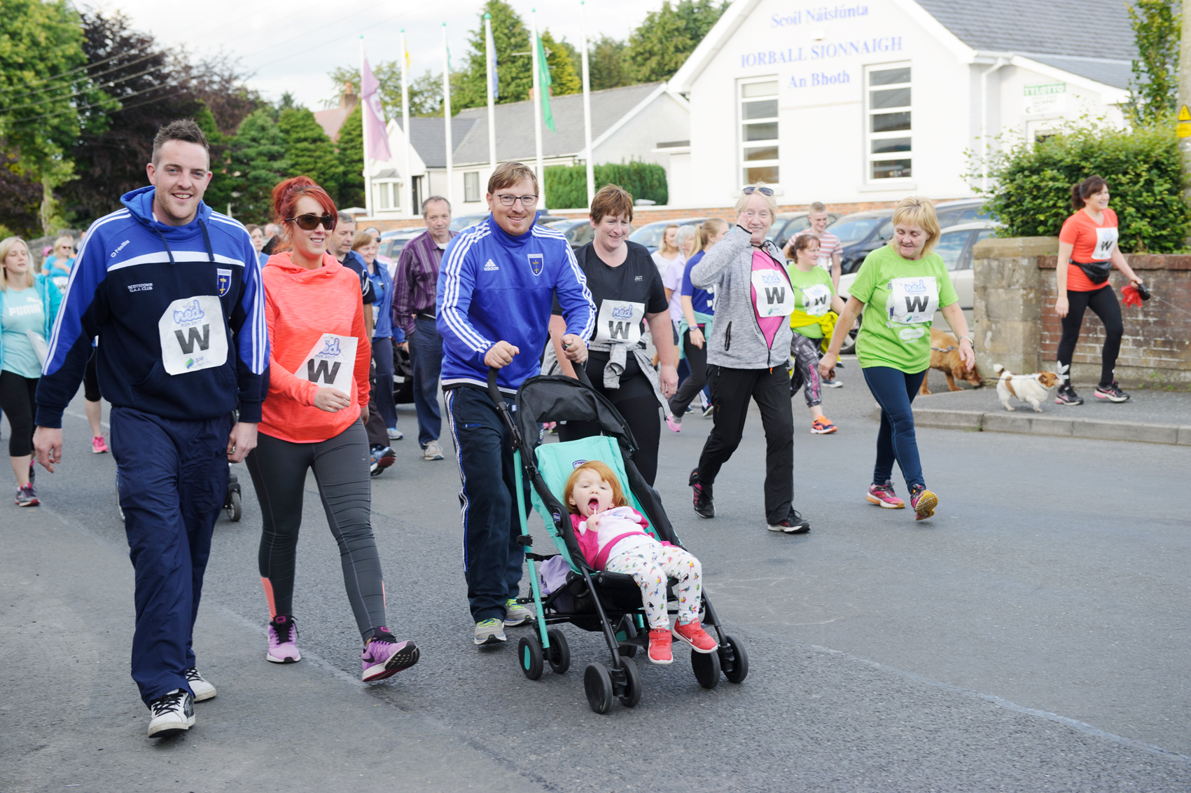 Declan Stirratt, centre and some of the crowd that took part in The Ned Run. ©Rory Geary/The Northern Standard