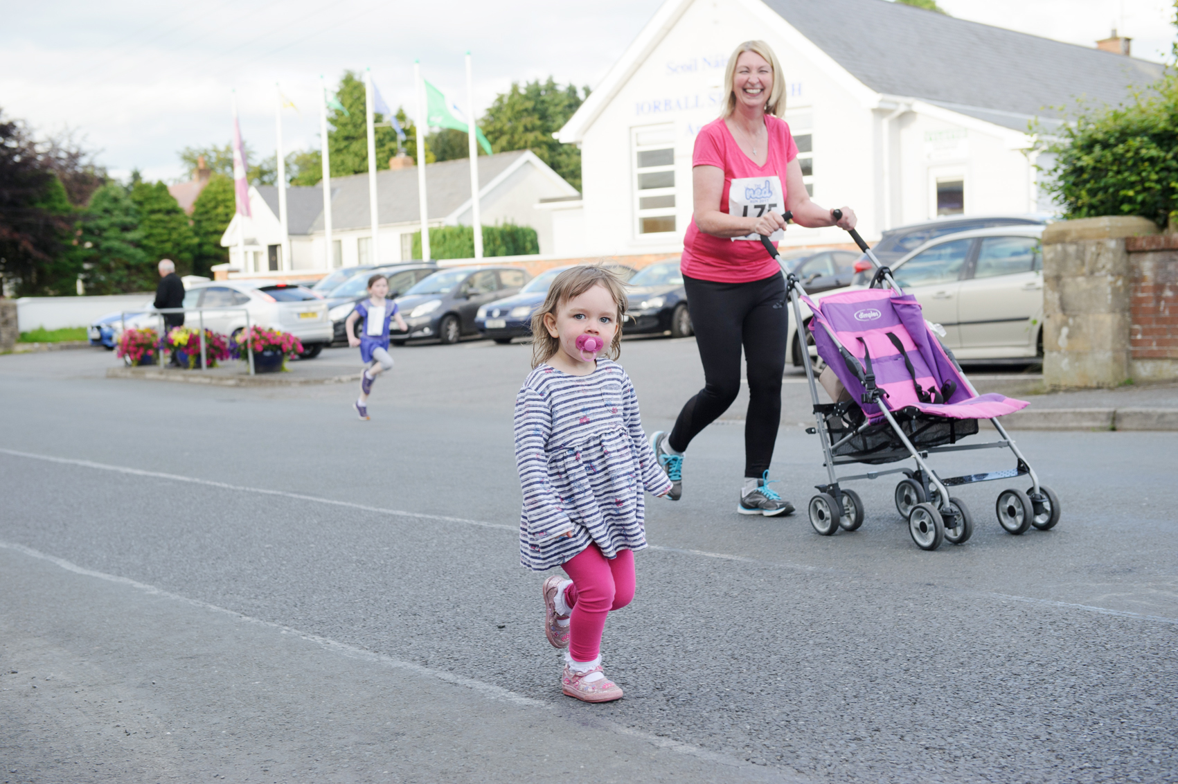Lala McClave starting The Ned Run last Friday. ©Rory Geary/The Northern Standard