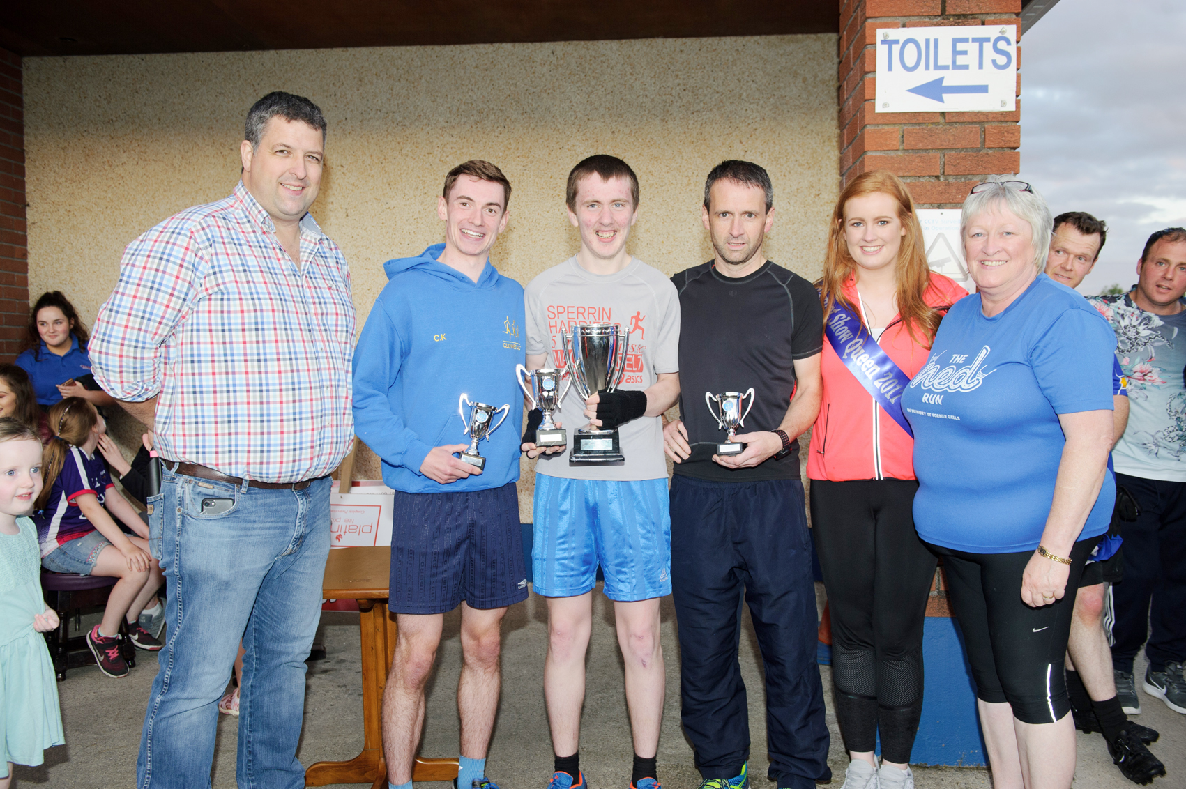 At the presentation of the prizes for The Ned Run were (L-R) Stephen McKenna, Colm Kirk,Clones AC, 2nd, Shane Brady, Clones AC, winner, Ciaran Sherlock, Monaghan Town Runners, 3rd, Shauna McAree, Tydavnet Show Queen and Noeleen Boylan. ©Rory Geary/The Northern Standard