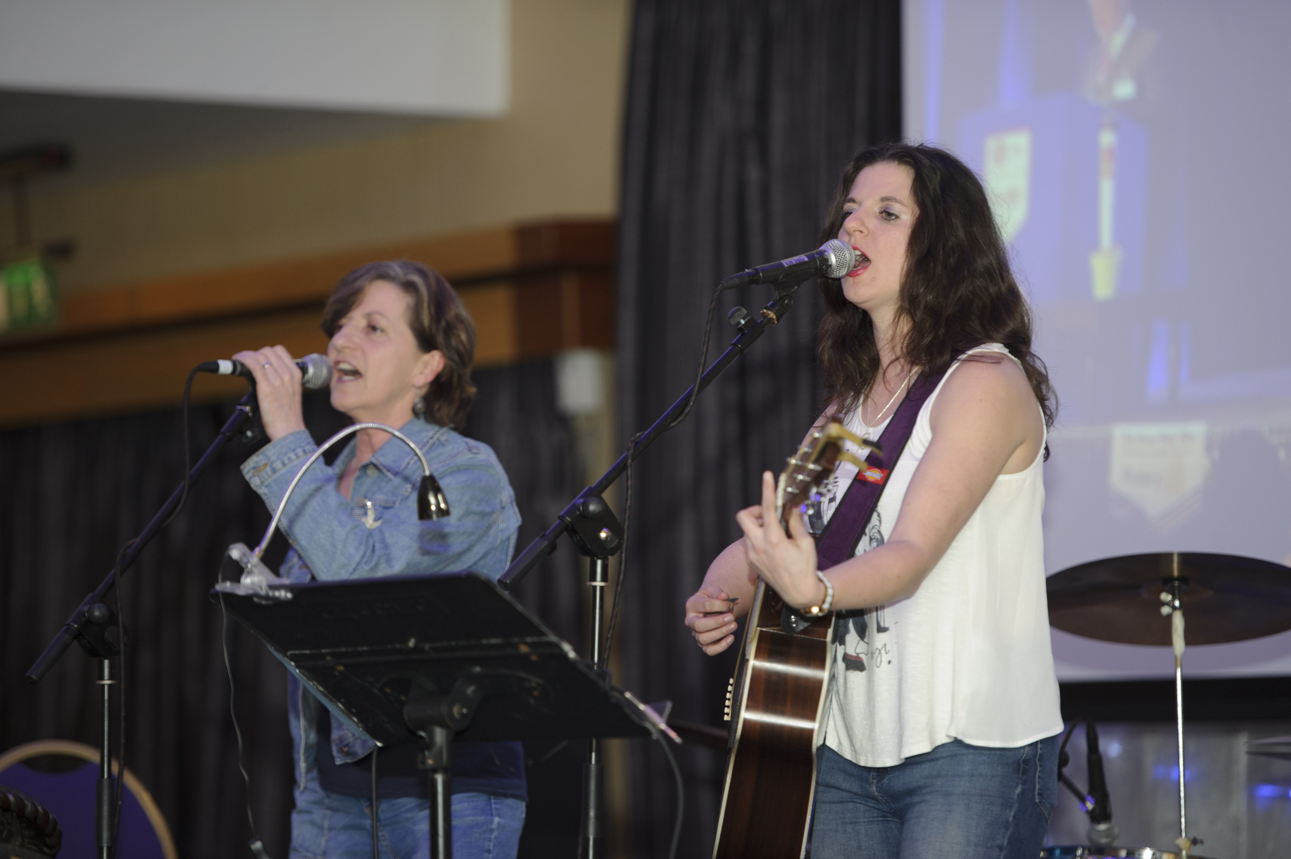Clara Rose and Liz Deery playing at Pat The President's Country Music & Western Night for Monaghan Rotary Club. ©Rory Geary/The Northern Standard
