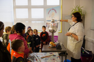 Annika from Junior Einsteins Science Club, showing how lightening occurs, during one of her workshops at the science festival funday. ©Rory Geary/The Northern Standard