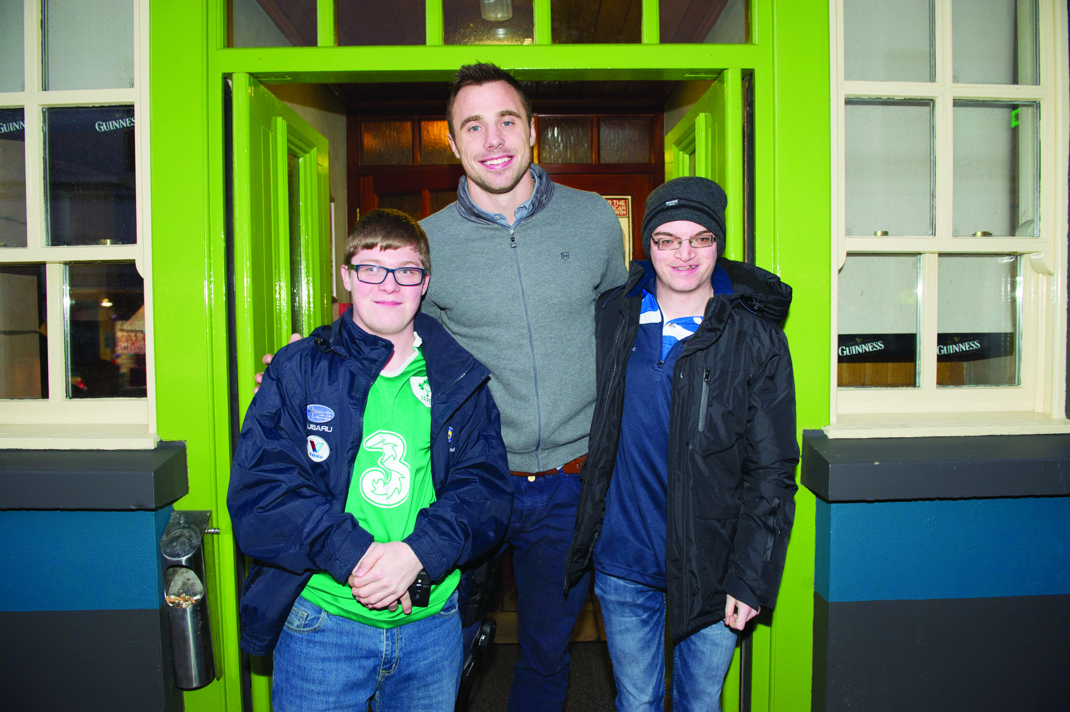 Terry and Freddie Curtis with Tommy Bowe, at the Monaghan Town Christmas Lights Switch-On. ©Rory Geary/The Northern Standard