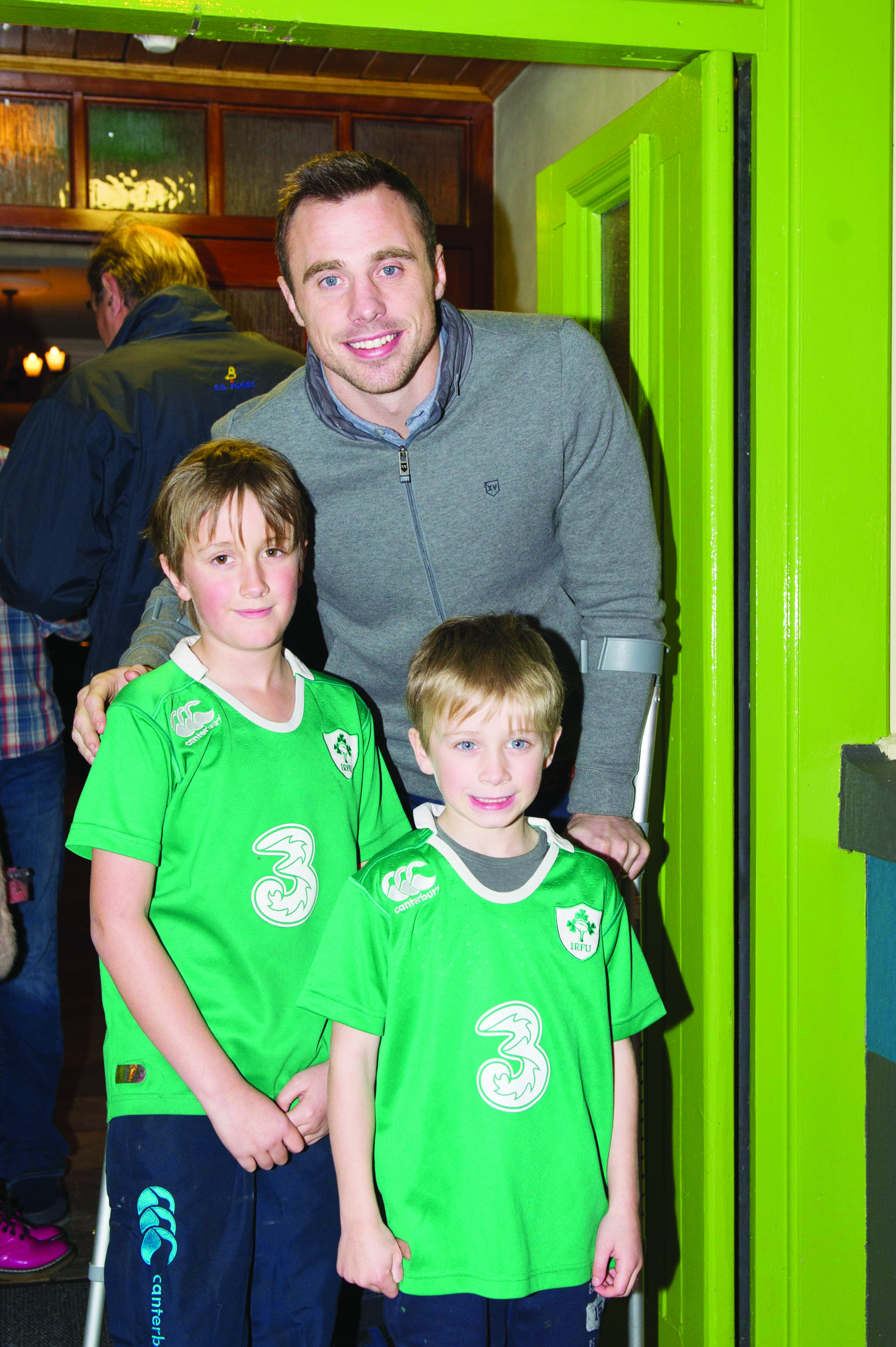 Andrew and Jonathan Graham with Tommy Bowe, when he switched on the Monaghan Town Christmas Lights. ©Rory Geary/The Northern Standard