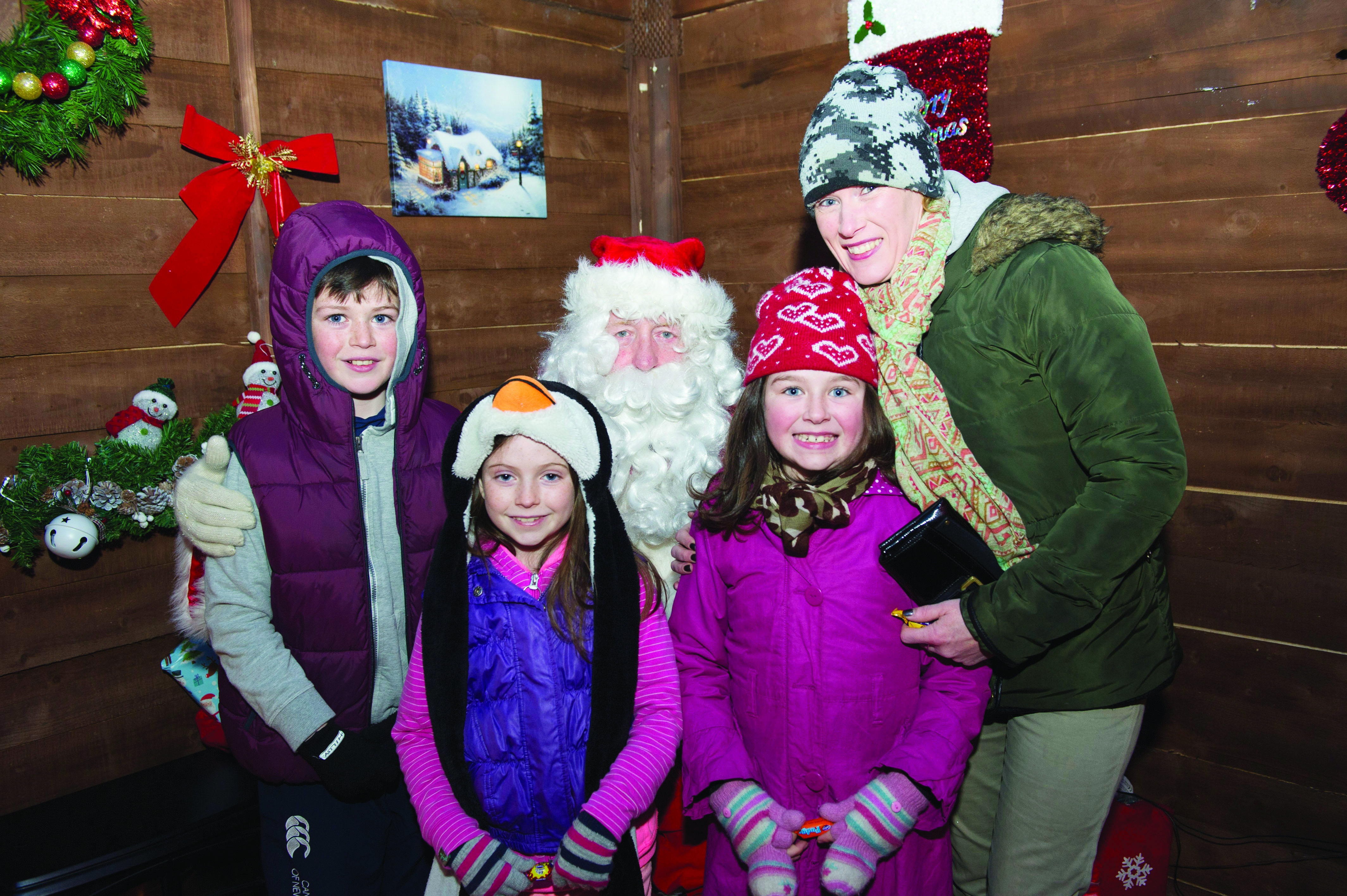 Santa with one of the families that met him at the Monaghan Town Christmas Lights Switch-On. ©Rory Geary/The Northern Standard